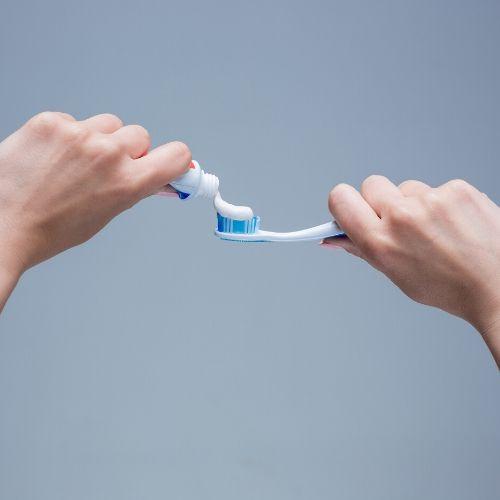 lavar el cepillo de dientes